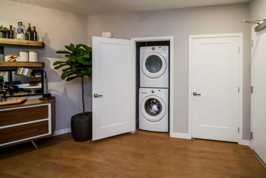 6tenEAST - Plan D1: Entry/Laundry