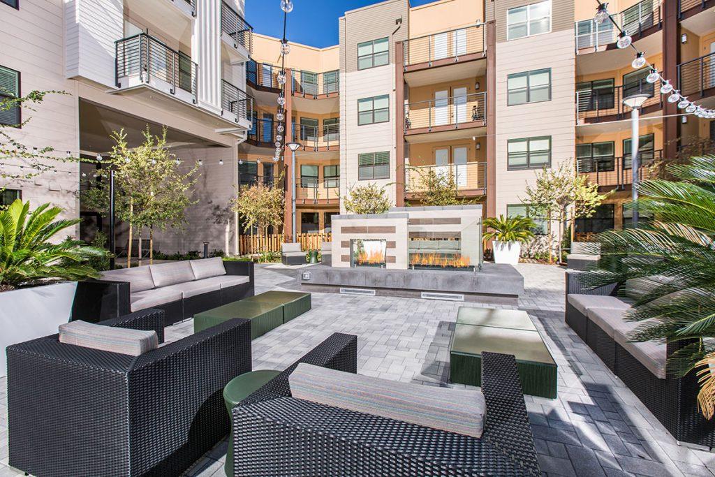 6tenEAST - 6tenEAST: Connect Courtyard